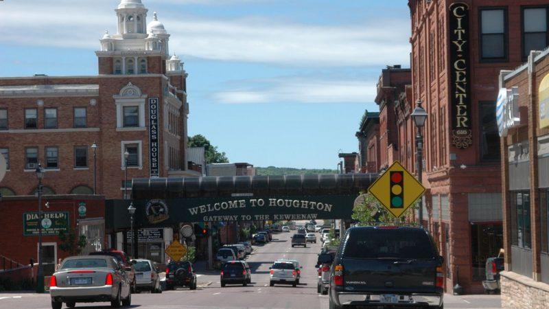 Houghton_Michigan_UpperPeninsula_MainStreet